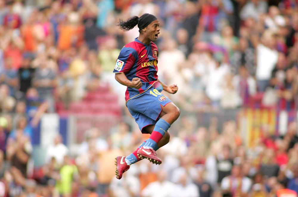 Ronaldinho plays football